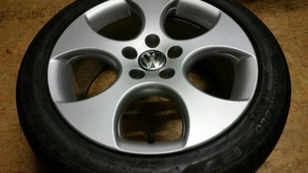 Velgen VW Golf 6 GTI 17 inch + Pirelli